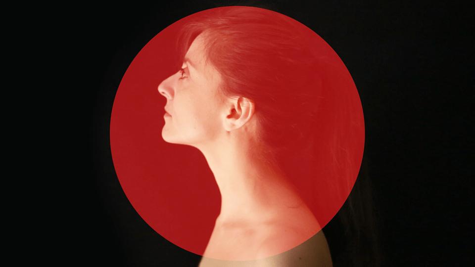 L'esordio discografico di Leila: un progetto che merita da subito la nostra attenzione.