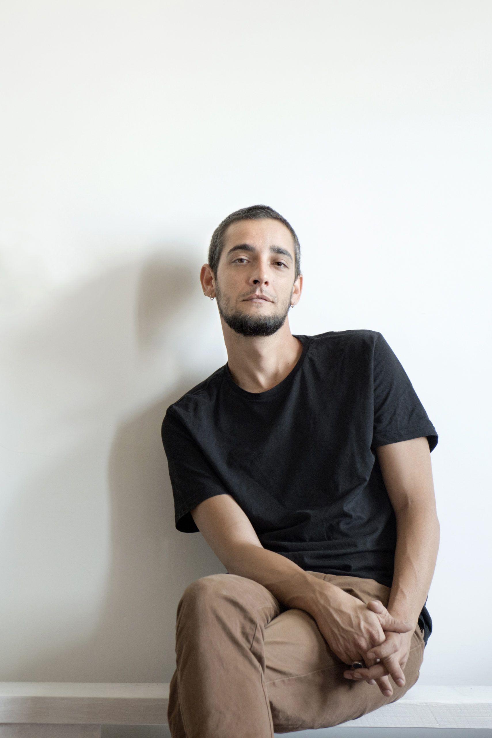 Intervista a Lucio Leoni: Il Lupo Cattivo, messaggi notturni e… Tiziano Ferro